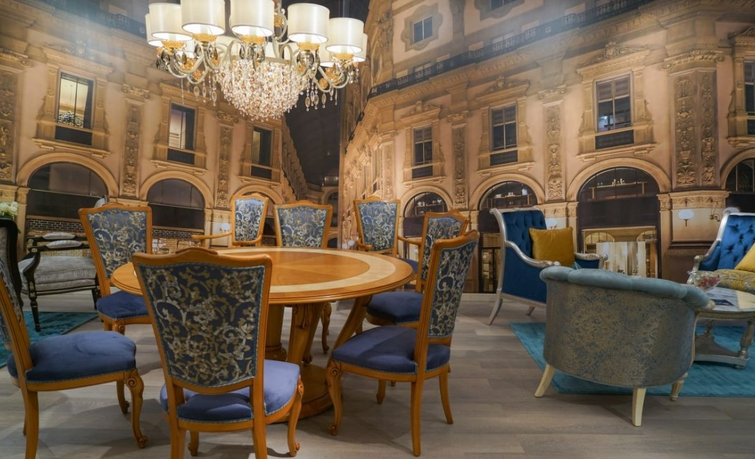 Luxury Dining Room   Even The Spare Use Of Baroque Elements Amps Up The  Luxury