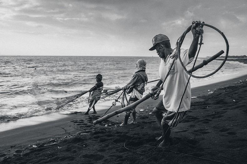 Ahmad Syukaery – Fishermen Pulling The Net, Boom Beach, Banyuwangi
