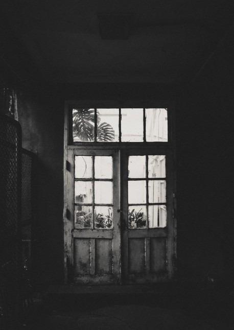 Daniel Tseng - White door Photo
