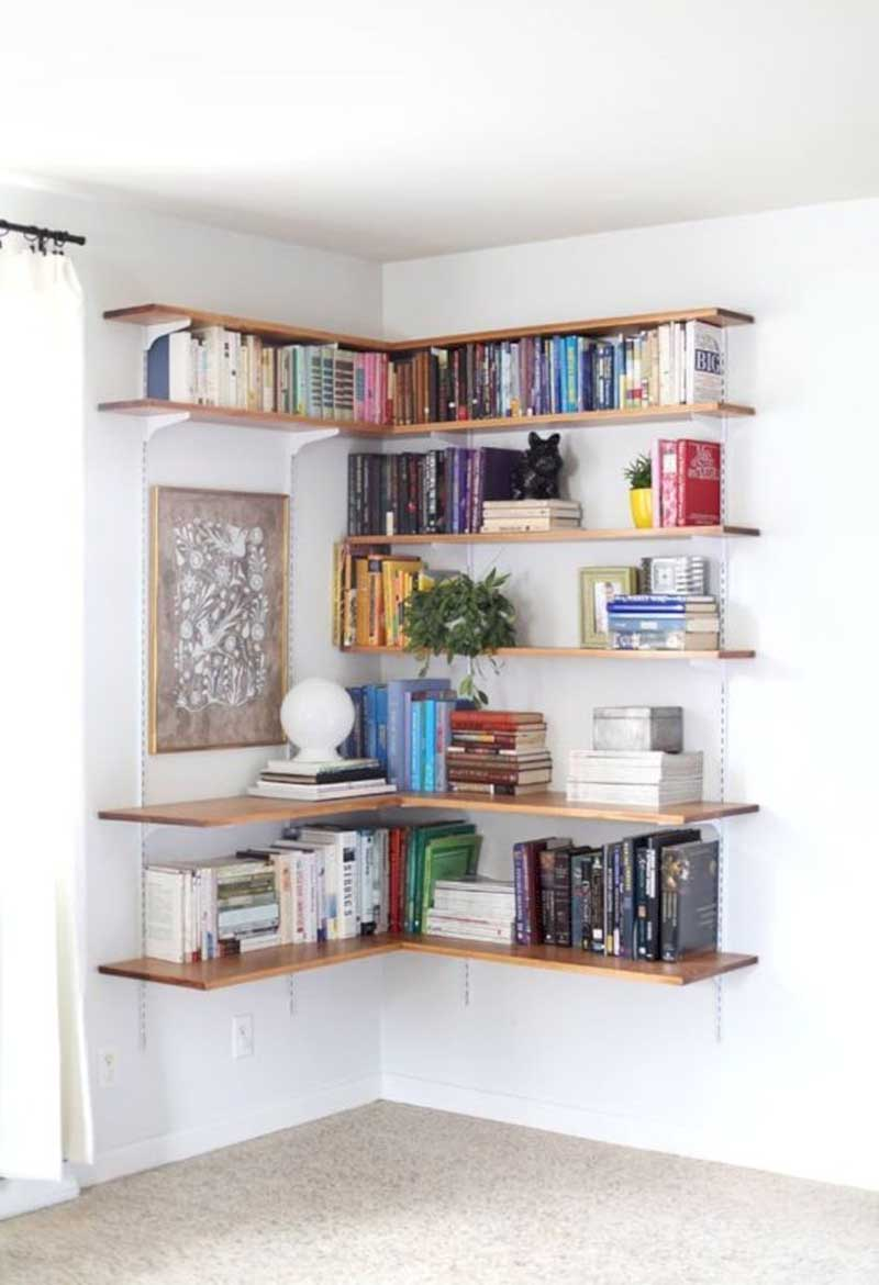 Easily Installed Racks with Planks of Wood