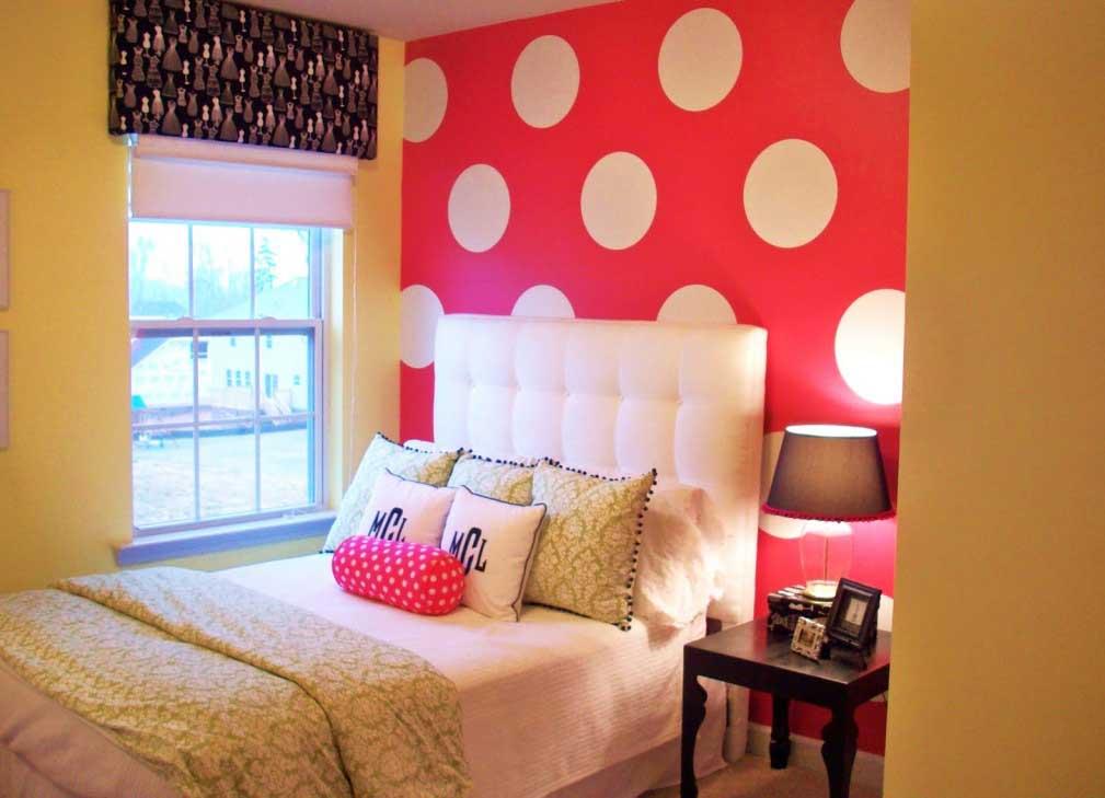 Simple Girls' Bedroom