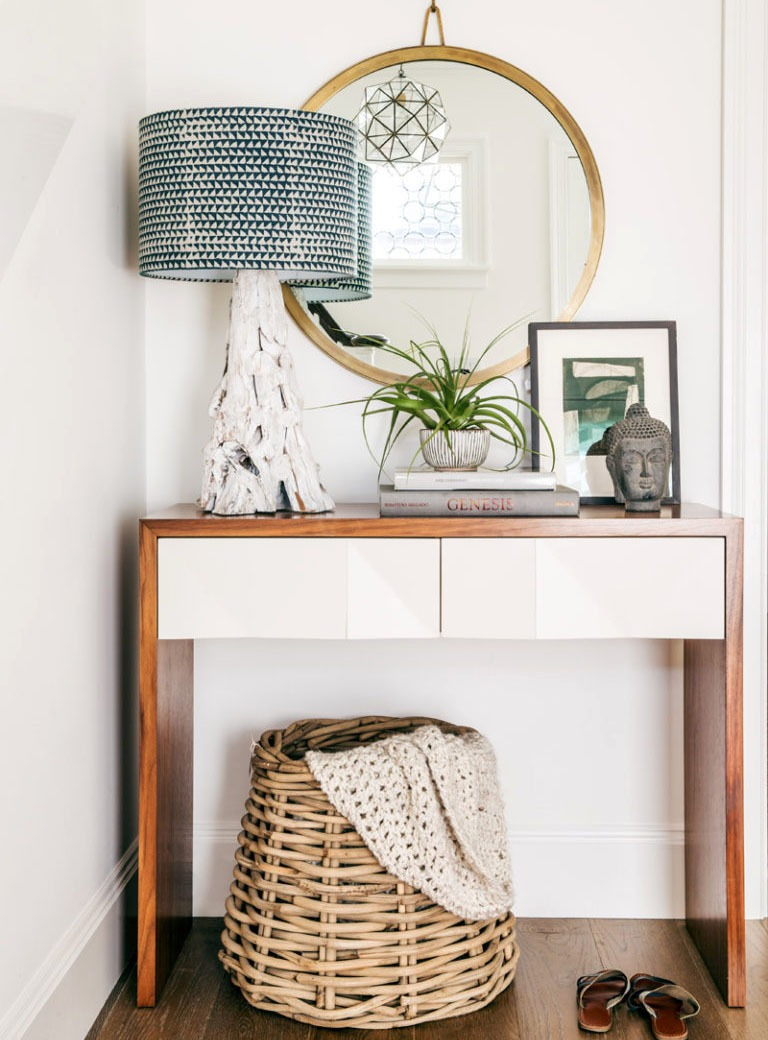 A Proper Storage to De-Clutter Your Entryway