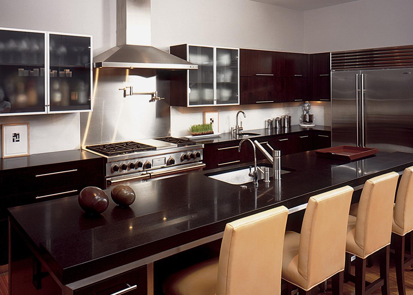 Dark Granite Countertop in Pair with Dark Kitchen Cabinet